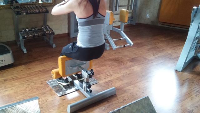 Tornádo Sport: SISSY DŘEPY - nový stroj v dámském fitness.