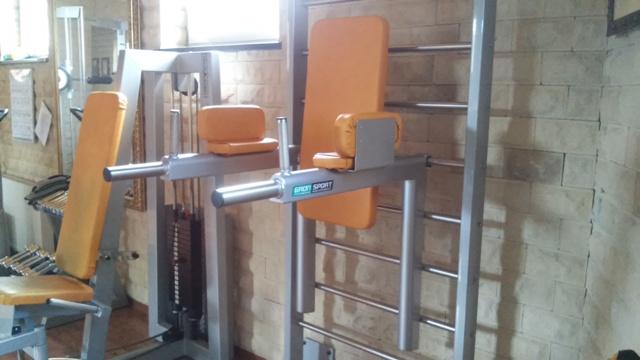 Tornádo Sport: MULTIFUNKČNÍ ZÁVĚSNÁ BRADLA - nový stroj v dámském fitness.