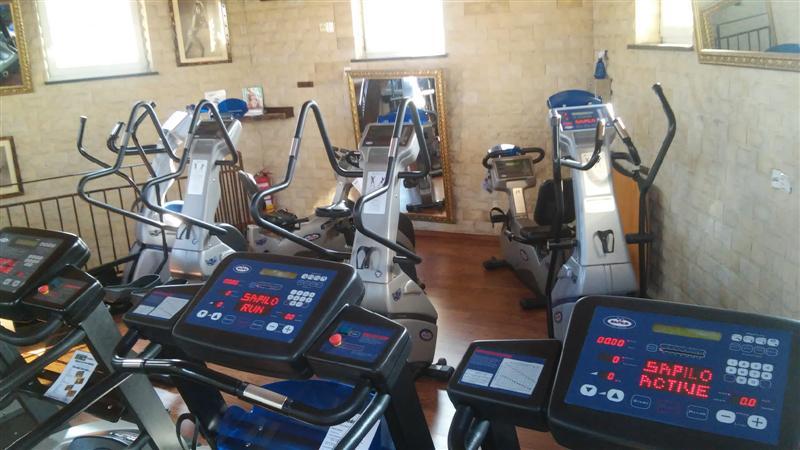 Tornádo Sport: Rozšířená aerobní zóna v dámském fitness.